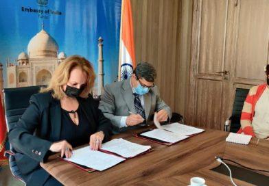 سفارة الهند توقع مذكرة تفاهم مع جامعة جندوبة لتهيئة وتجميل حديقة الجامعة
